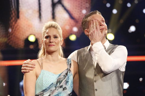 Laura ja Mikko saivat pidettyä paketin kasassa esityksen ajan, mutta romahdus tuli heti sen jälkeen.