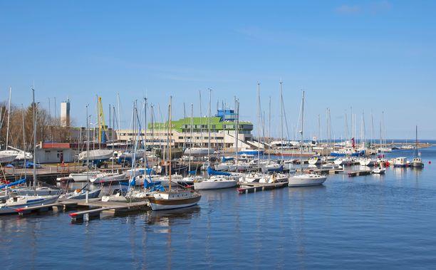 Nuorisosäätiö rahoitti peräti 12,1 miljoonalla eurolla tonttikauppaa Piritan Olympiapurjehduskeskuksen alueella, jonne oli tarkoitus rakentaa pari sataa kovan rahan luksusasuntoa. Kuvituskuva Piritan satamasta Virosta.