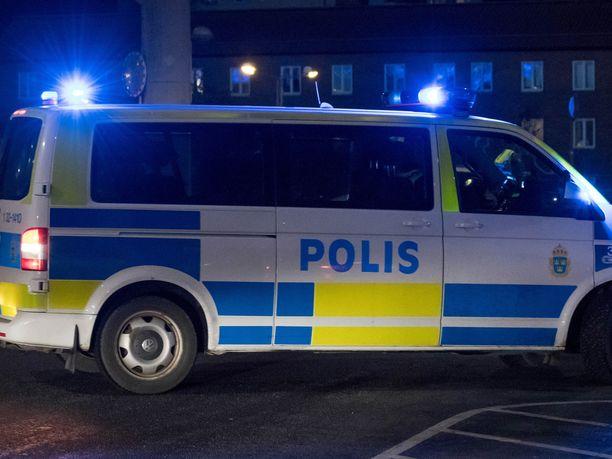 Ainakin yhdeksän ihmistä joutui sairaalahoitoon eri ampumahaavojen vuoksi viikonlopun aikana Ruotsissa. Kuvituskuva.