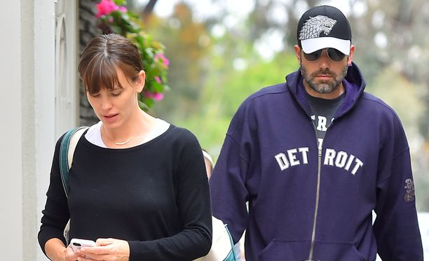 Ben Affleck ja Jennifer Garner ovat päättäneet asua toistaiseksi saman katon alla.