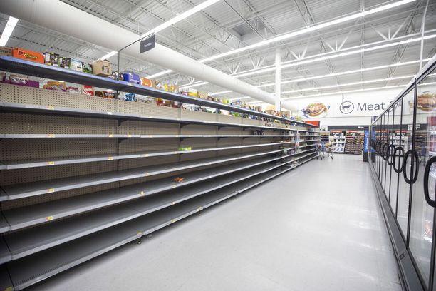 Wilmingtonin Walmartin hyllyt olivat keskiviikkona tyhjiä.