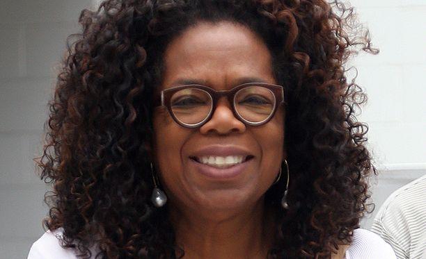 Oprah Winfrey huutokauppaa kenkiään ja vaatteitaan tukeakseen kehittyvien maiden naisten koulutusta.