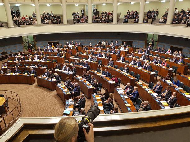Kansanedustajat kokoontuivat eduskunnan kyselytunnille torstaina 29.11.2018.