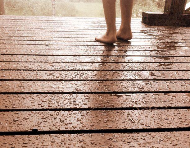 Saa on monin paikoin tänään säteinen, mutta iltaa kohti sateet väistyvät.