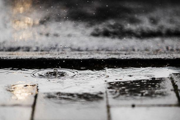 Perjantai on sadepäivä koko maassa.