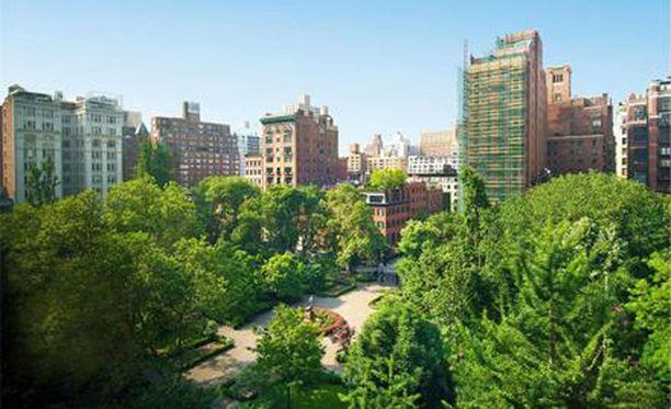 Asunnosta on upeat näkymät yli Gramercy Parkin.