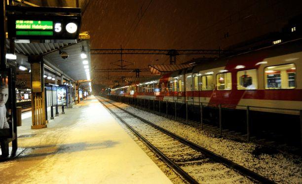 Sähkökatkot ovat aiheuttaneet ongelmia junaliikenteeseen. Arkistokuva.