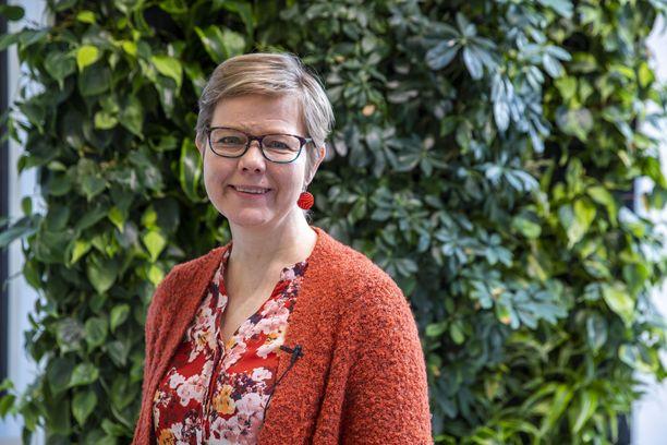 Ministeri Krista Mikkonen korosti selvityksen julkistustilaisuudessa, että palvelualoilla on tärkeä rooli ilmastotavoitteiden saavuttamisessa.