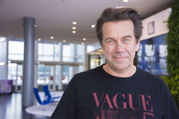 Mikko Kuustonen nauttii nykyään isoisyydestä.