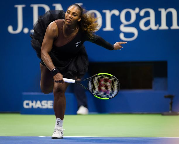 Tyyli vaan paranee! Williams kilpaili maanantaina alkaneessa US Open -kilpailussa mustassa tyllihameessa.