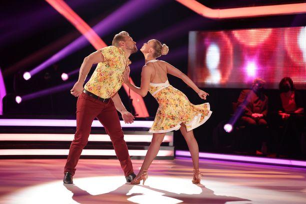 Niklas Hagman ja Kia Lehmuskoski loistivat Tanssii tähtien kanssa -parketilla.