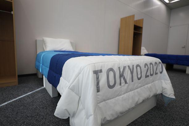 Tokion olympiakylässä nukutaan pahvin päällä.