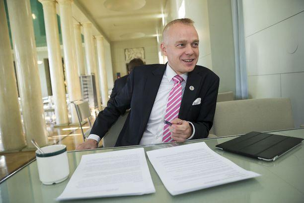 Timo Heinonen kutsui eduskuntakeskustelussa Malmin lentokenttää kulttuuriaarteeksi.