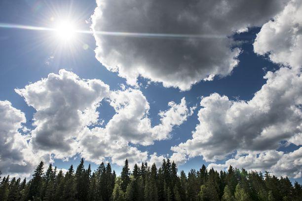 Viikonloppuna Etelä- ja Länsi-Suomessa päästään nauttimaan jo varsin lämpimistä keleistä. Kuvituskuva.