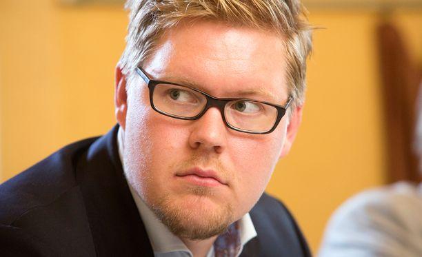 Antti Lindtmanin mukaan hallituksen pitää nyt määrittää kanta Lindströmin esitykseen.