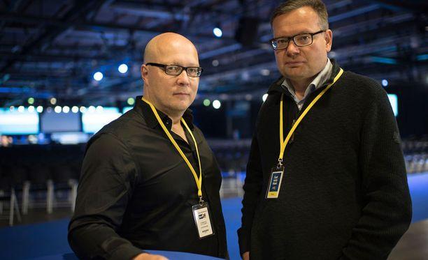 Iltalehden politiikan toimittajat Juha Ristamäki ja Mika Koskinen juontavat IL-TV:n lähetykset perussuomalaisten puoluekokouksesta.