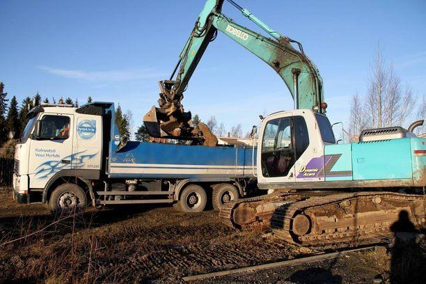 Lokakuussa 2014 kävi ilmi, että teollisuustontille haudatut uimahallin remontista syntyneet purkujätteet sisälsivät asbestikuituja.