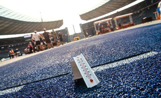 Lämpömittari oli Berliinin olympiastadionilla lauantaina päälle 40 astetta heittolajien suorituspaikoilla.