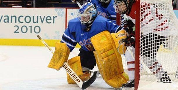 Noora Raty on Suomen valttikortti, vaikka Kanadaa vastaan maaliin pääsi vastustajatkin.
