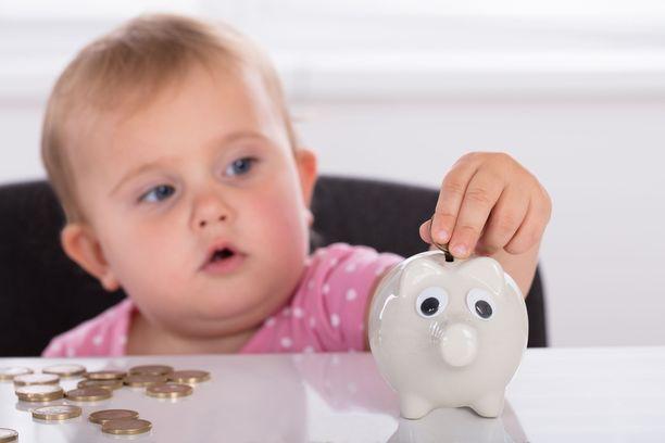 Lapselle voi lahjoittaa 4999 euroa kolmen vuoden välein ilman lahjaveroa.