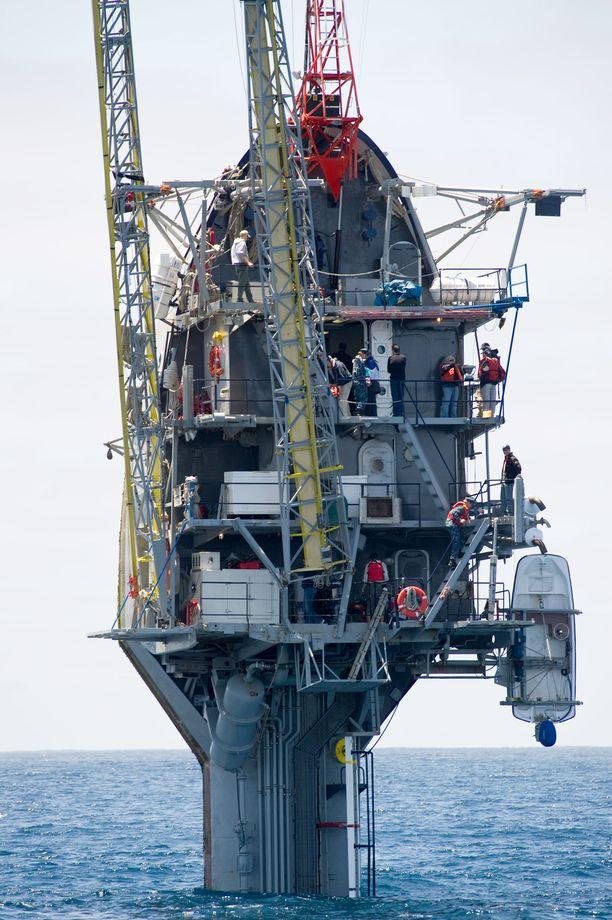 Kun FLIP on käännetty pystyyn, pinnalla on näkyvissä 17 metriä. Veden alla on lähes 100 metriä laivaa, joten aivan rantavesissä ei FLIP voi oleskella.