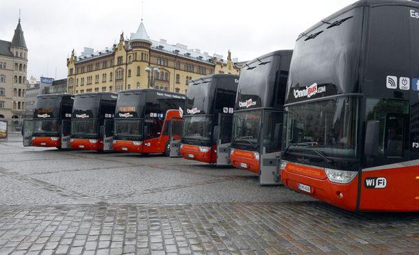 Onnibussi siirtyy Koiviston Auton omistukseen.