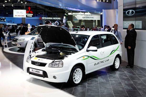 Kalinaan pohjautuva sähköauto El Lada saavuttaa 130 km/h huippunopeuden. Akuilla pääsee enimmillään 150 km ja ne vaativat kahdeksan tunnin latauksen.