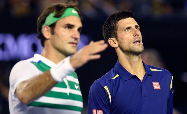 Novak Djokovic löi Roger Federerin neljässä erässä.