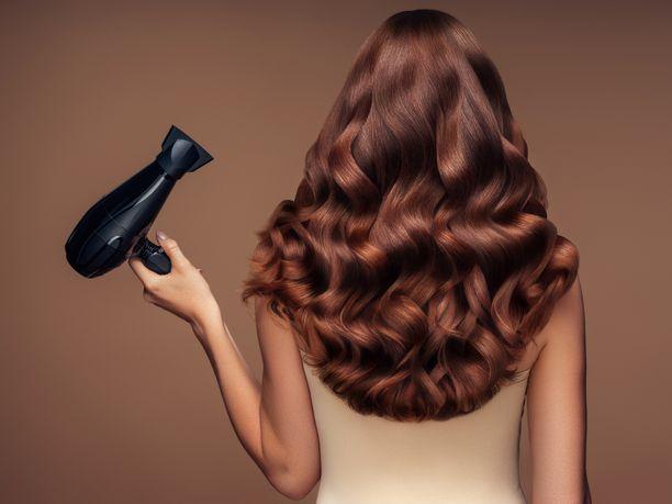 Föönaaminen ei ole vain hiusten kuivausta, vaan myös parasta mahdollista muotoilua.