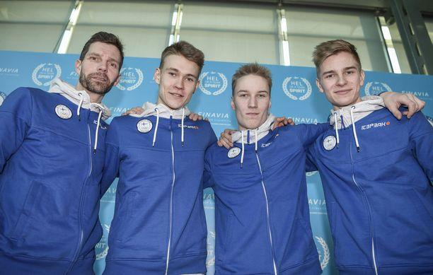 Janne Ahonen (vas.), Antti Aalto, Andreas Alamommo ja Eetu Nousiainen matkustivat Etelä-Koreaan.