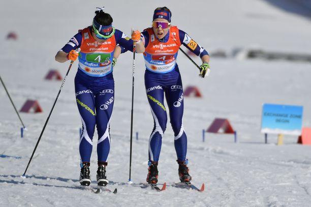 Suomen naisten viesti meni poskelleen jo perinteisen osuuksilla, joiden piti etukäteen ajateltuna olla vahvimmat. Kuvassa Krista Pärmäkoski (vas.) ja Laura Mononen.