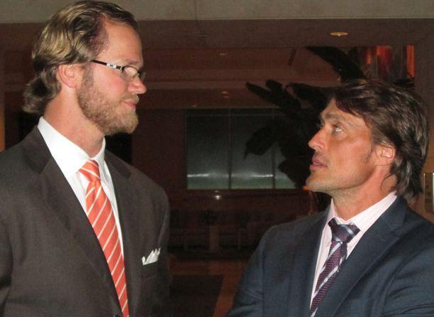 Chris Pronger ei enää muistele pahalla Teemun kovaa taklausta 2002 Salt Lake Cityn olympialaisissa.