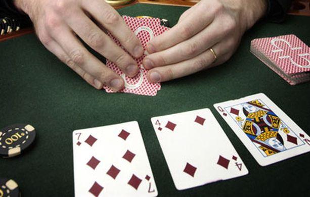 Pikkupojan pokerivoitot saattavat mennä sivu suun.