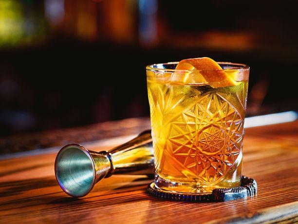 Dark'm Stormy on raikas rommi drinkki, jota voi pidentää inkiväärioluella oman mieltymyksensä mukaan.