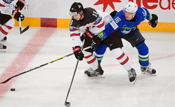Olimpija Ljubljanaa edustava Ales Music jäi kakkoseksi taistellessaan kiekosta Kanadan Mitch Marnerin kanssa.