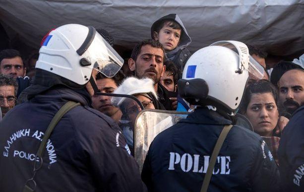 EU:n yhteinen rajavalvontajärjestelmä helpottaisi unionin ulkorajoille mahdollisesti syntyviä paineita. Kuva Makedonian ja Kreikan rajalta maaliskuussa.