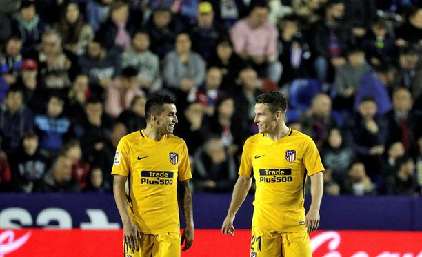 Ángel Correa (vas.) ja Kevin Gameiro olivat Atlético-voiton avainmiehiä.