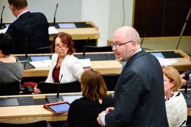 Kansanedustaja Eero Heinäluoma (sd) nimesi hallituksen sote-esityksen Suomen historian suurimmaksi harhalaukaukseksi.