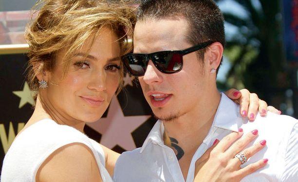Pop-diiva Jennifer Lopez on deittailut useampaakin taustatanssijaansa. Tässä kierroksessa Casper Smart.