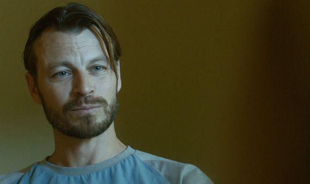 Peter Franzén esittää taas pahista. Hän on nyt gangsteri Milo Mihailovits.