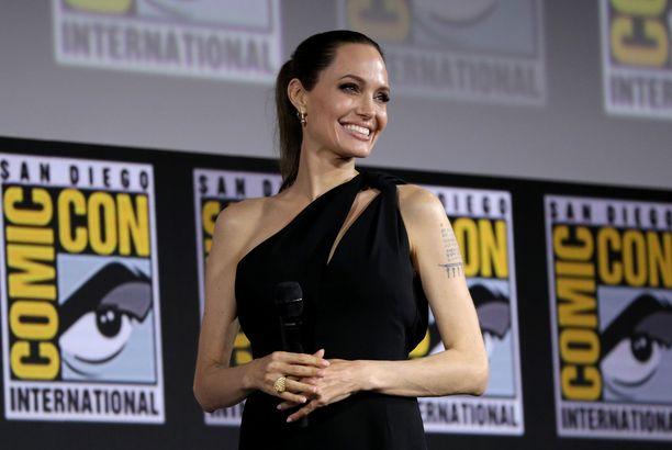 Angelina Jolie villitsi yleisön San Diegon Comic-Conissa.