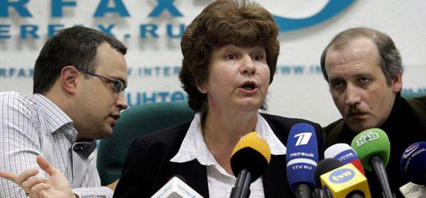 Anna Politkovskajan poika Ilja, perheen asianajaja Karinna Moskalenko ja Politkovskajan lehden päätoimittaja Sergei Sokolov kertoivat lehdistötilaisuudessa oikeudenkäynnin olleen farssi.