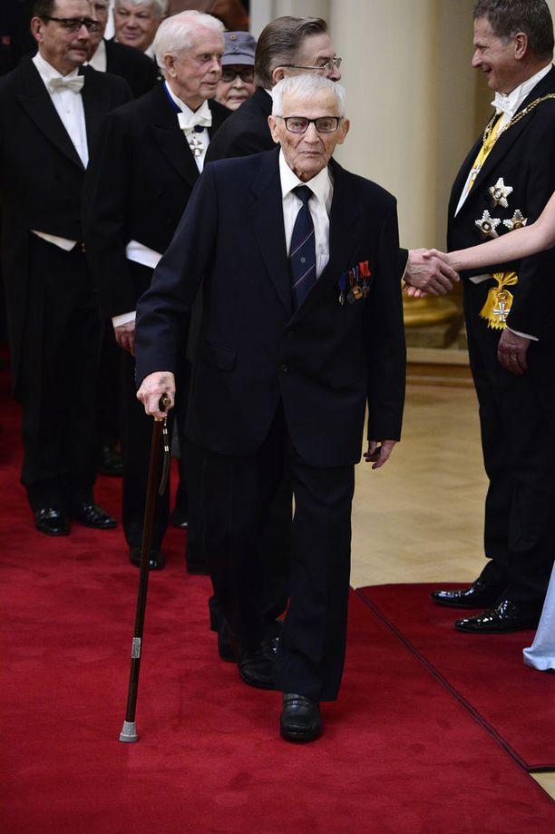 102-vuotiaana poisnukkunut Hannes Hynönen sulatti kansan sydämet vuoden 2014 Linnan juhlissa.