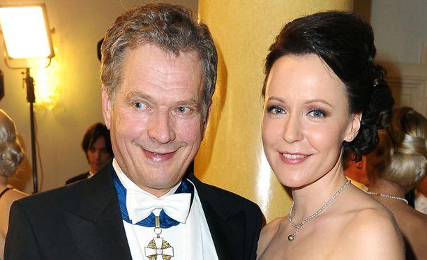 Sauli Niinistö ja Jenni Haukio isännöivät nyt ensimmäistä kertaa Linnan juhlia.