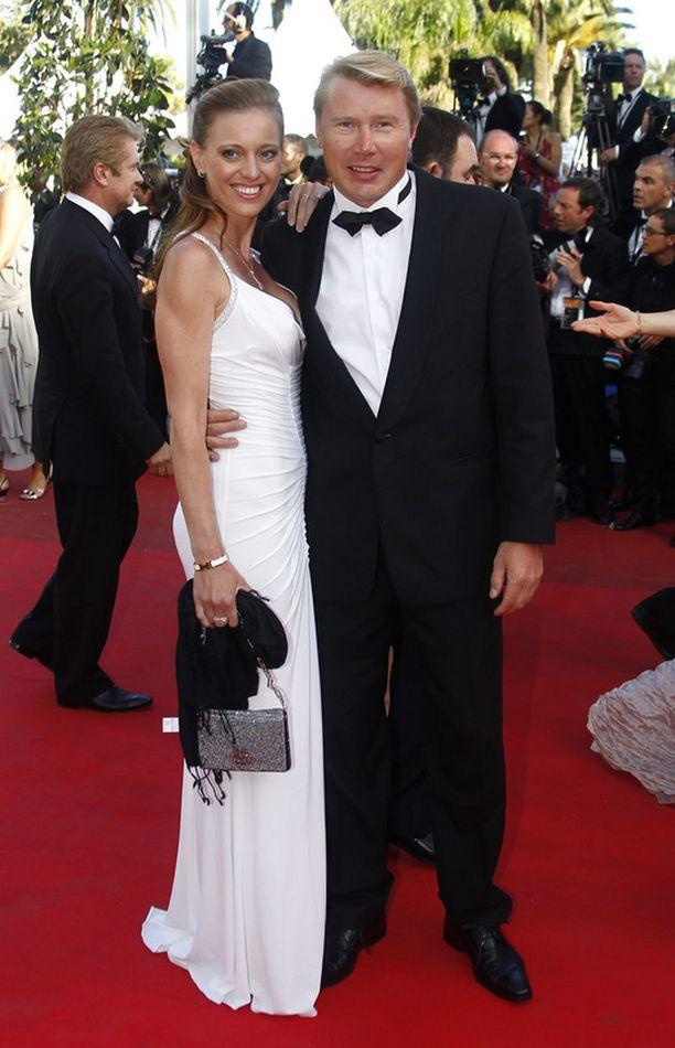 Mika Häkkinen ja Marketa Remesova säteilivät onnea Cannesin elokuvajuhlilla.