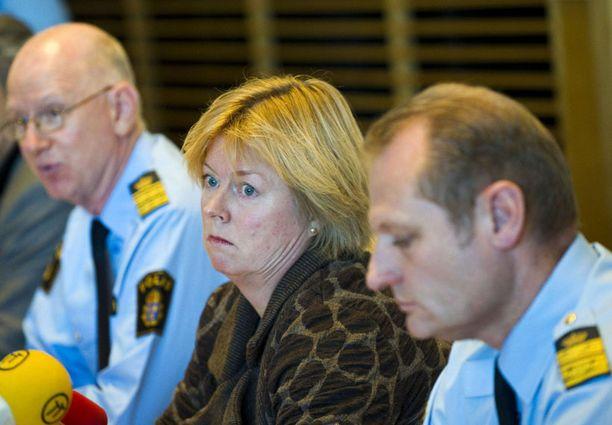 Malmön poliisipäällikkö Ulf Sempert, pääsyyttäjä Solveig Vollstad ja etsivät Börje Sjöholm kertoivat pidätyksestä poliisin tiedotustilaisuudessa.