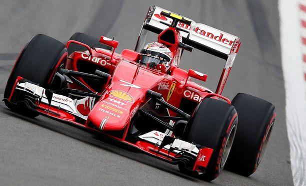 Kimi Räikkönen oli kisassa lopulta viides, mutta putosi aikarangaistuksen myötä kahdeksanneksi.