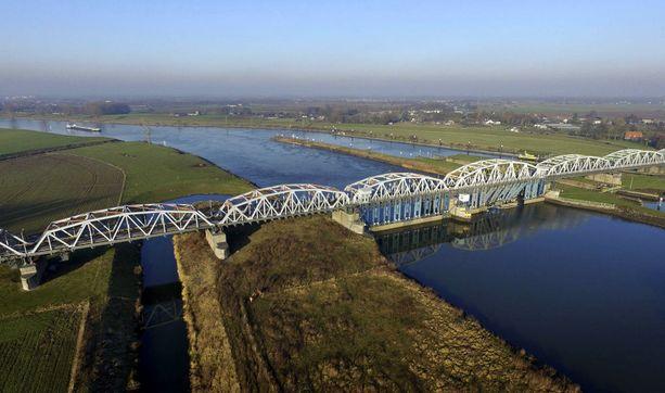 925 kilometriä pitkällä Maas-joella on pitkä historia eurooppalaisena rajajokena.