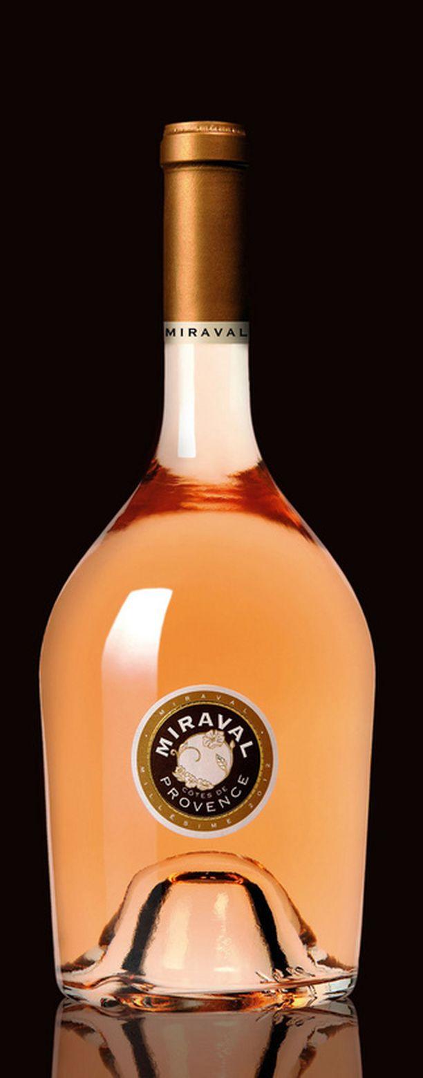 Viinin nimi on Miraval Cotes de Provence.
