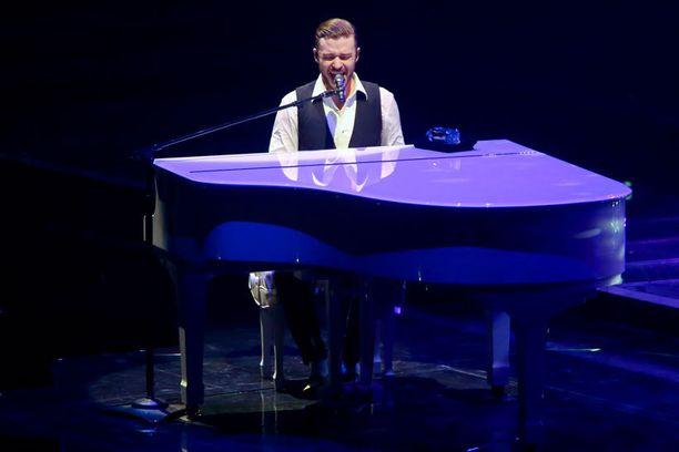 Grammy- ja Emmy-palkittu artisti vierailee Suomessa ensimmäistä kertaa.